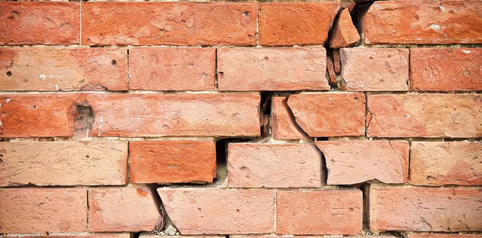 Home with subsidence and a crack in the wall